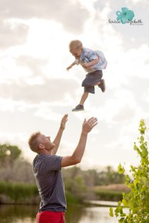 Playful-family-session